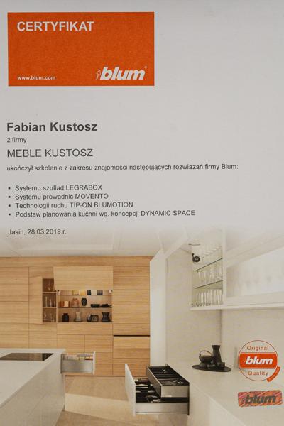 Fabian Kustosz uzyskuje certyfikat od firmy BLUM